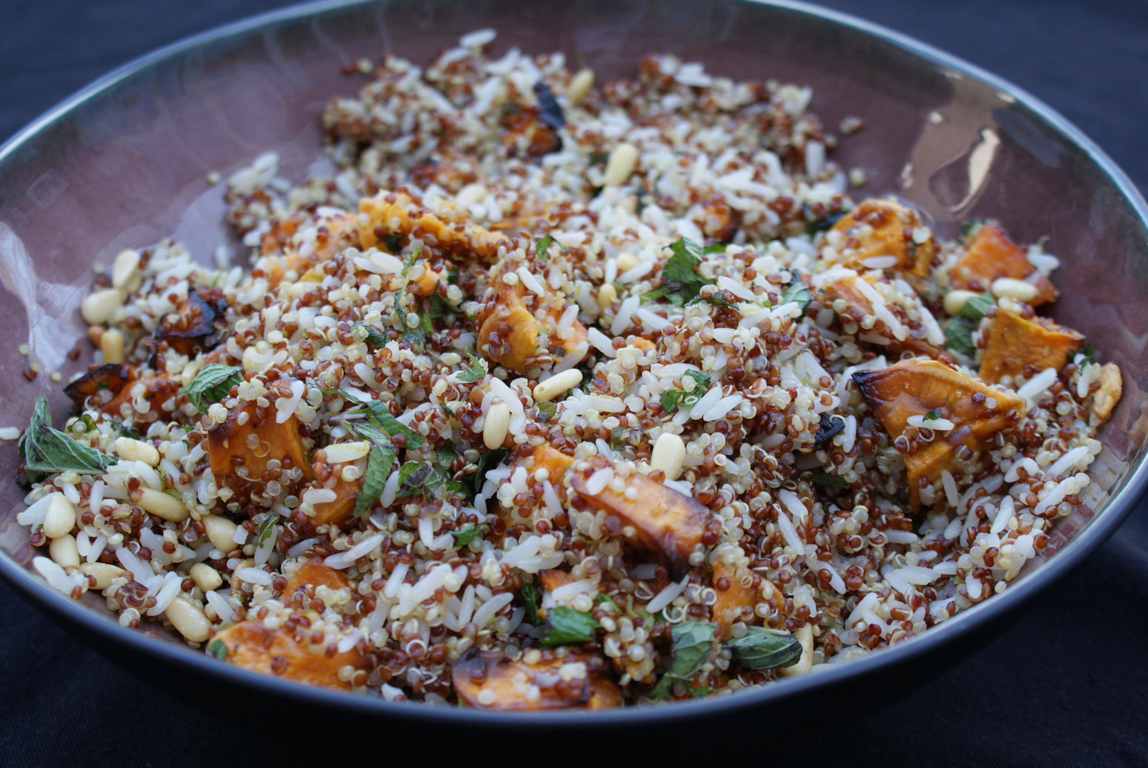 Quinoa rijstsalade met salie en zoete aardappel