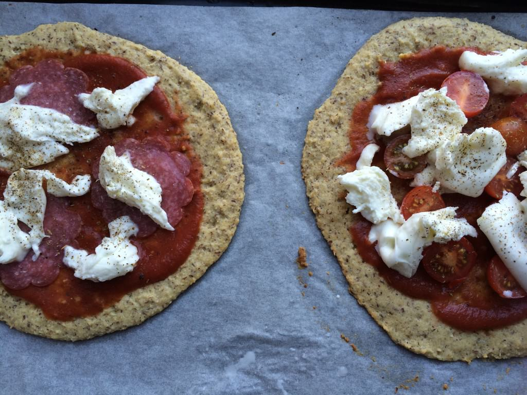 Two pizza, two times mozzarella
