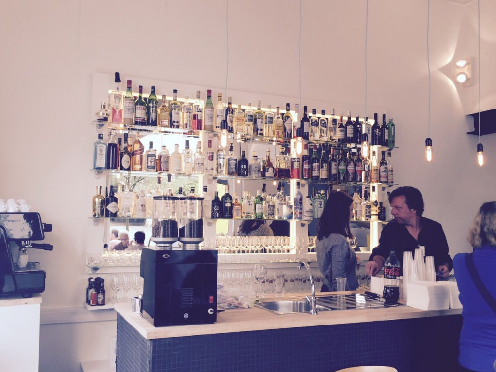 A great bar for a nice aperitif and some pizza