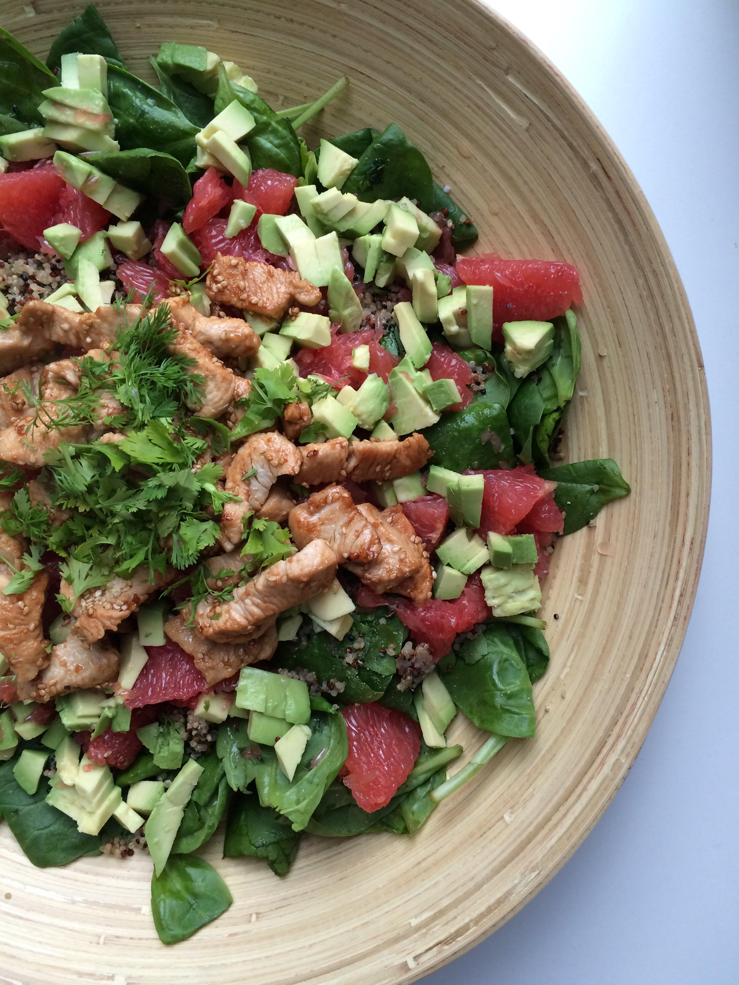 zomerse salade met avocado en pompelmoes