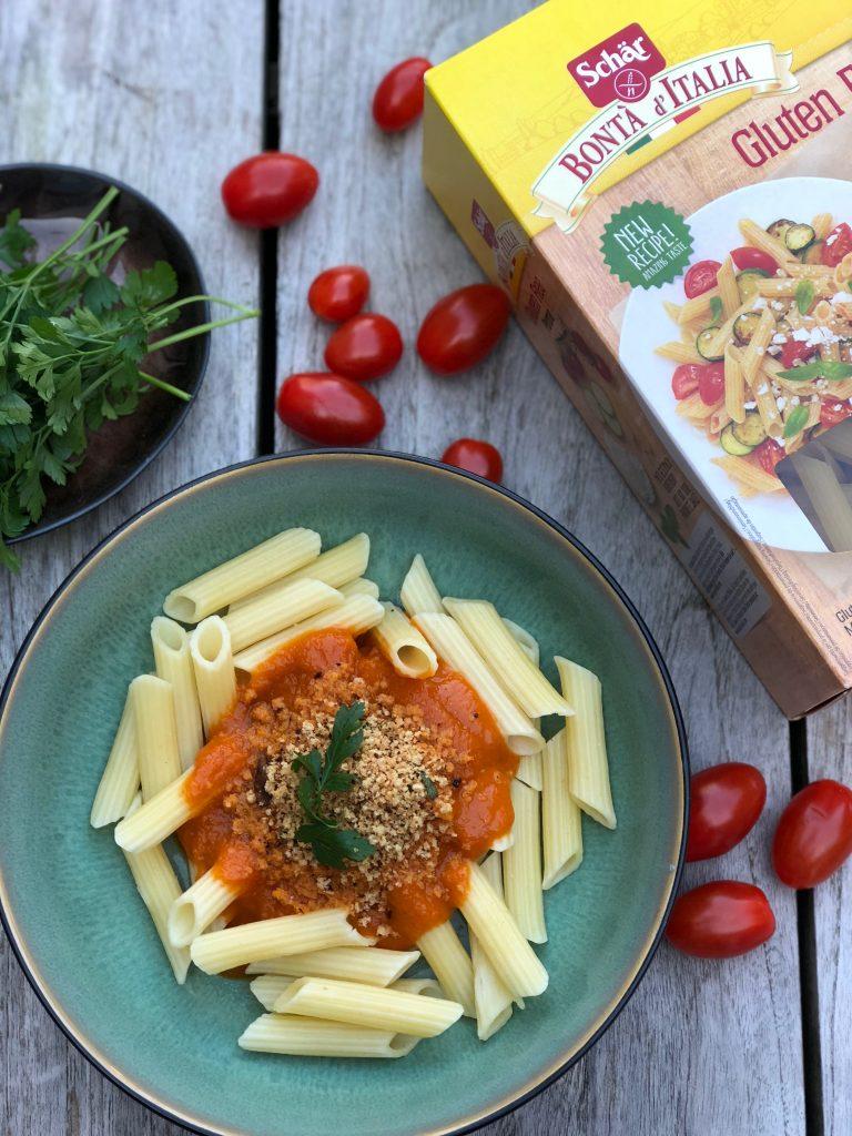 Penne met verse tomatensaus en crumble met funghi porcini