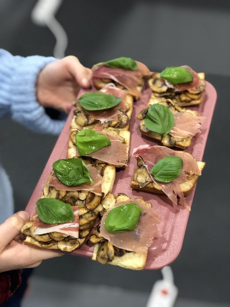 Snelle hapjes: crostini met mozzarella en champignons