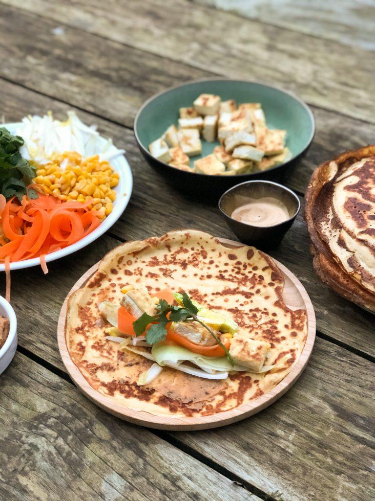 Wortelflensjes met tofu, groentjes en pindaboter