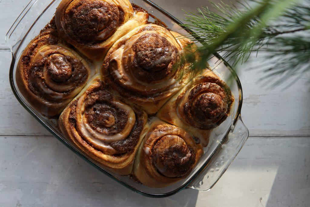 Cinnamon Swirls met romige topping – een decadent ontbijtje