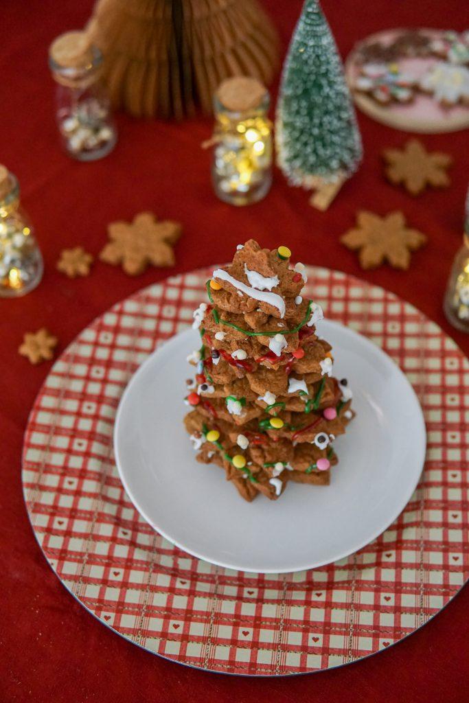 Kerstboom met knapperige kaneelkoekjes