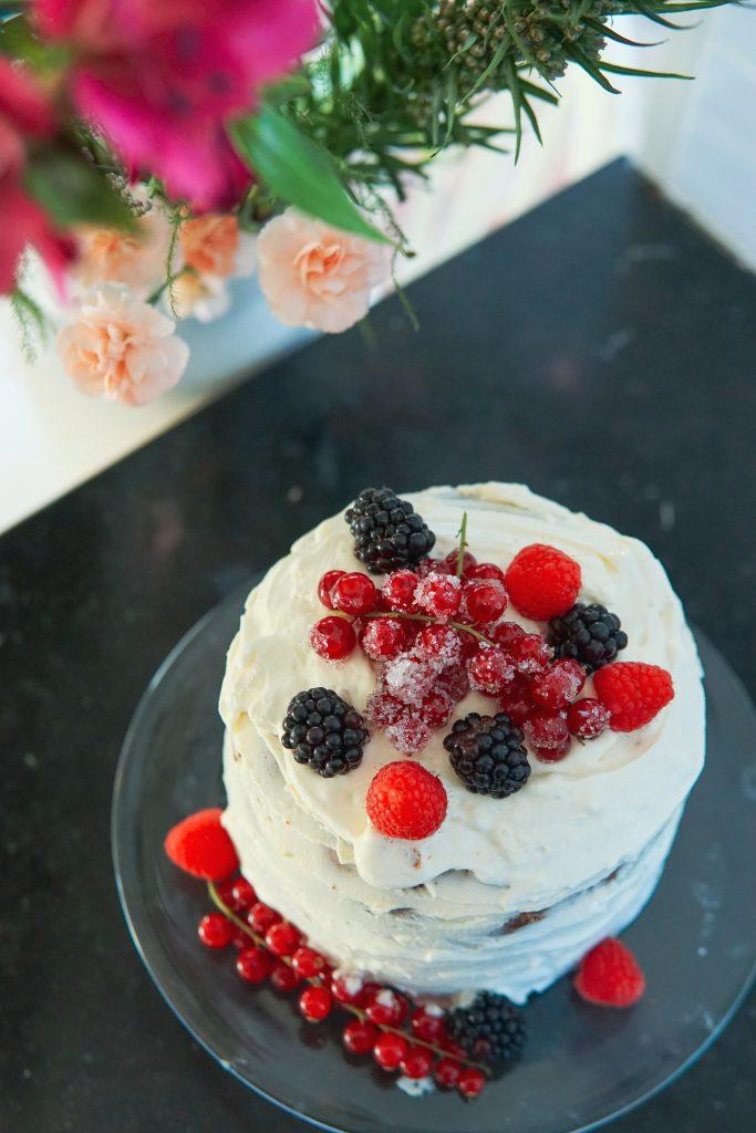 Luie Naked Cake met limoen en rood fruit