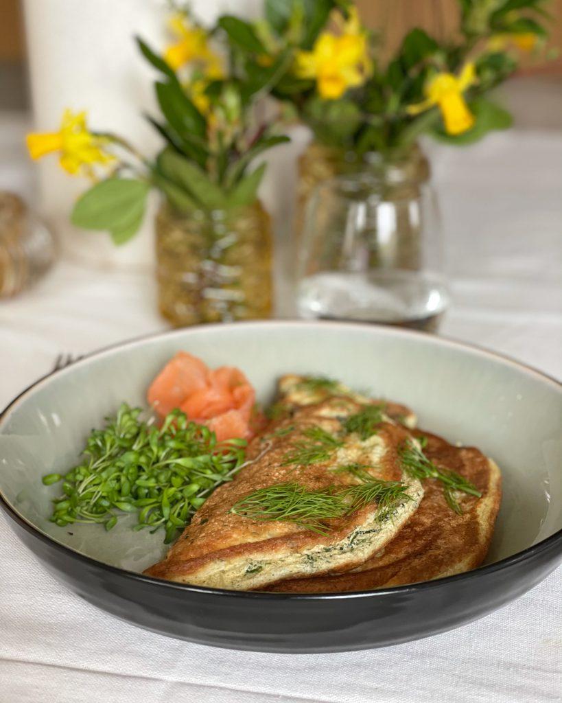 Soufflé omelet met spinazie, dille en zalm