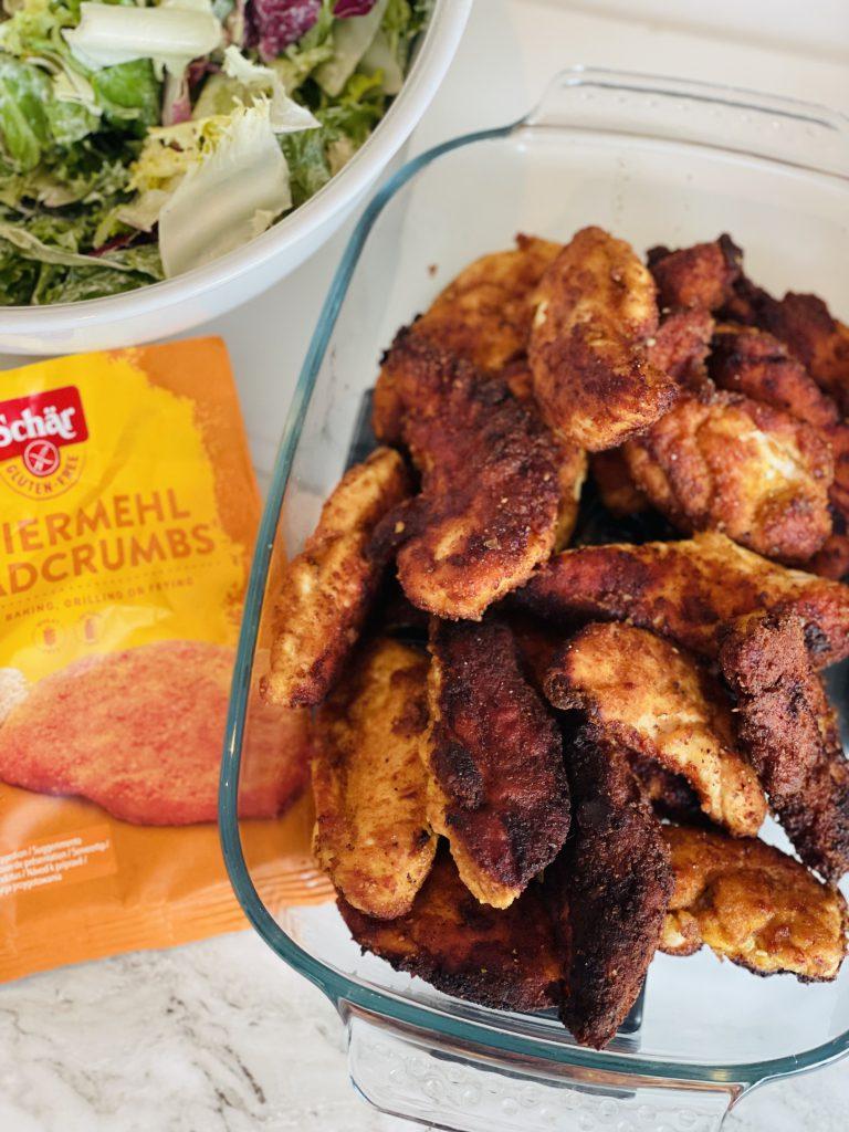 Krokante chicken fingers met een frisse salade